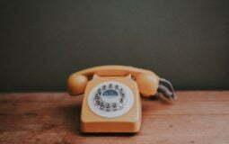 Ainda vale a pena ter telefone fixo? Quais as alternativas?