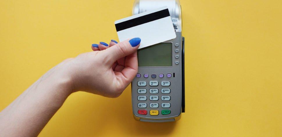 6 capítulos da guerra das maquininhas de cartão de débito e crédito