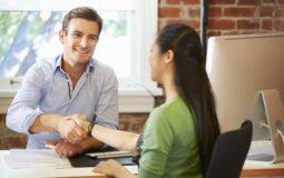 Especialista dá dicas sobre como se portar em uma entrevista de emprego