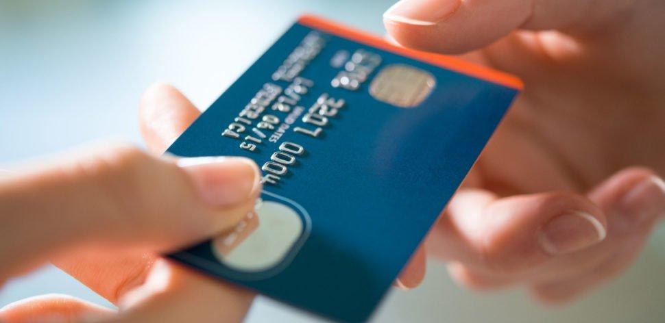 Como evitar golpes no cartão de crédito em compras físicas